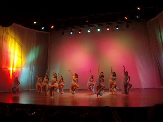 Teatro, danza y algo más
