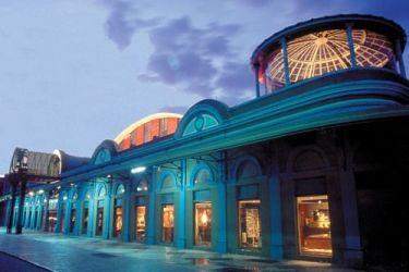 La fachada del CAMLB tiene una combinación de colores llamativa que hace juego con la ciudad FOTO: CORTESÍA