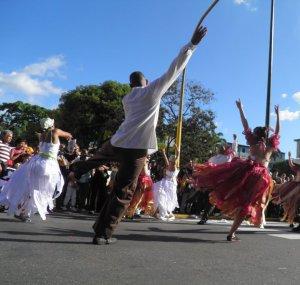 Mudanza es uno de los colectivos invitados a esta fiesta de la danza dentro de la Universidad Católica Andrés Bello FOTO: CORTESÍA