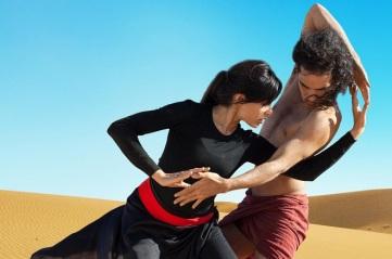 bailando en el desierto